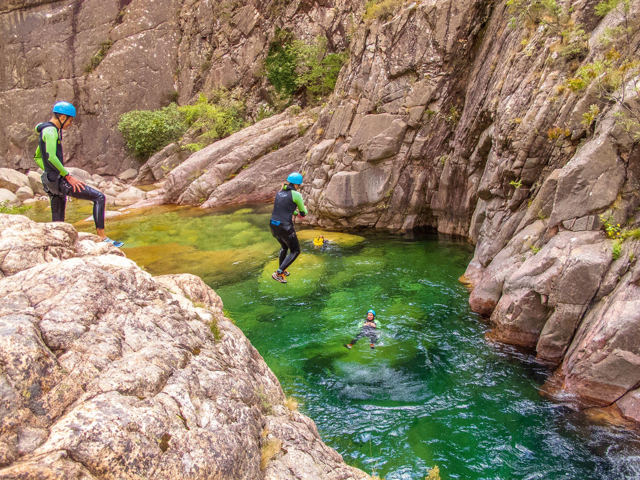 Klettergurt Canyoning : Canyon der vacca canyons in korsika bavella